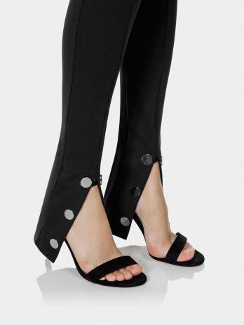 Calça com molas na perna