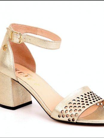 Sandália pele perfurada