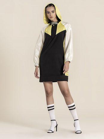Vestido sport com capuz