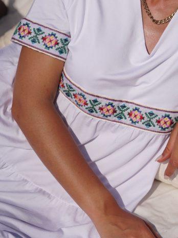 Vestido midi com bordado Madeirense