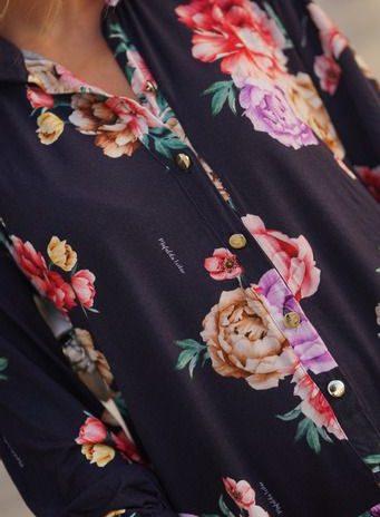 Vestido exclusivo midi estampado com botões