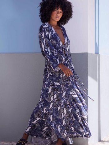 Kimono com abertura lateral e atilhos